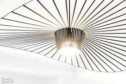 Luminaire Vertigo: Salle à manger de style de style Moderne par Carnets Libellule