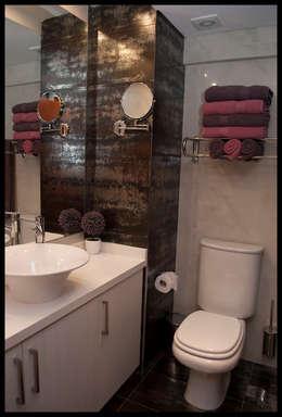 Baños de estilo moderno de Diseñadora Lucia Casanova