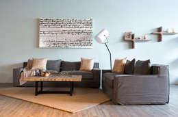 Salas/Recibidores de estilo moderno por mobica