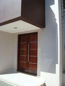 Casas de estilo minimalista por Brarda Roda Arquitectos