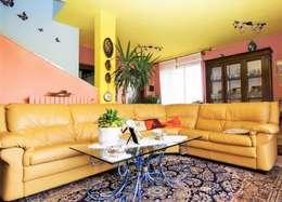 Salas de estar modernas por ATELEON