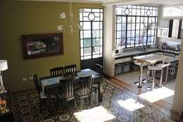 casa ciocastias: Comedores de estilo moderno por laura zilinski arquitecta