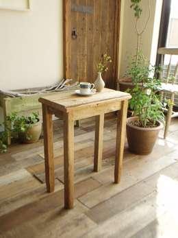 Salon de style de style Rustique par 流木専門店 海の木