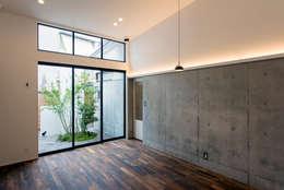 Projekty,  Pokój multimedialny zaprojektowane przez Sakurayama-Architect-Design