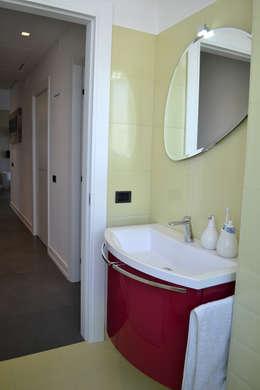 modern Bathroom by tizianavitielloarchitetto
