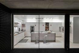 minimalistic Kitchen by guedes cruz arquitectos