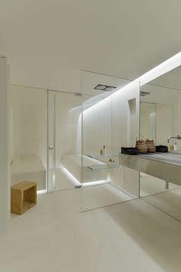 minimalistic Bathroom by guedes cruz arquitectos