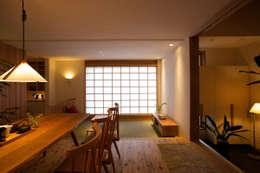 asian Living room by 辻健二郎建築設計事務所