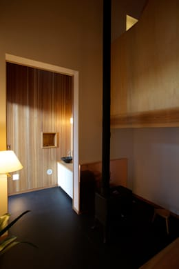 Corridor, hallway by 辻健二郎建築設計事務所