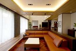 Projekty,  Salon zaprojektowane przez 有限会社 光設計