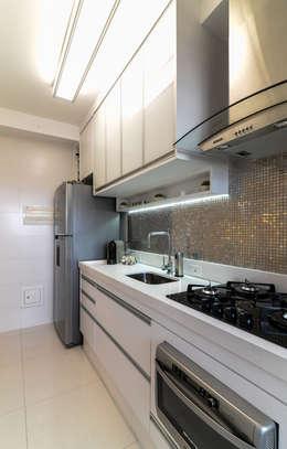 Projeto 70m² Mooca: Cozinhas modernas por RAFAEL SARDINHA ARQUITETURA E INTERIORES