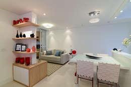 Sala da pranzo in stile in stile Moderno di RAFAEL SARDINHA ARQUITETURA E INTERIORES