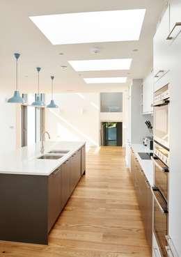 Sandhills Kitchen: modern Kitchen by Barc Architects