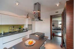 Cocinas de estilo moderno por 2bn architetti associati