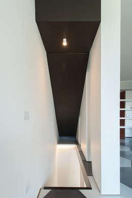 Corridor, hallway by 2bn architetti associati