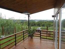 Roga Po. Una casa construida por su propio dueño: Terrazas de estilo  por ENNE Arquitectura