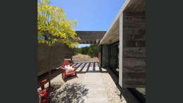 Jardines de estilo minimalista por homify