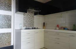 modern Kitchen by UNIQUE DESIGNERS & ARCHITECTS