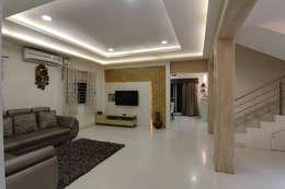 Salas / recibidores de estilo  por KREATIVE HOUSE
