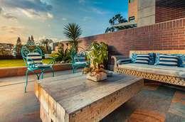Balcones y terrazas de estilo  de Cristina Cortés Diseño y Decoración