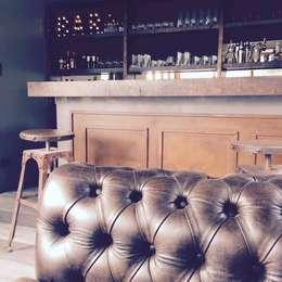 Casa con bar: Livings de estilo moderno por FEF Arquitectas