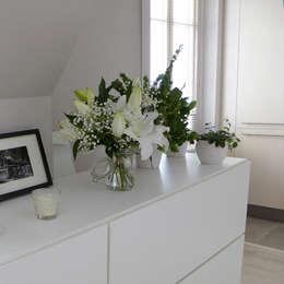 Un bahut et des plantes: Salle à manger de style de style Moderne par Skéa Designer