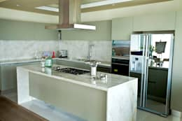modern Kitchen by MAAD arquitectura y diseño