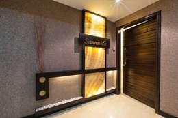 SARNAIK'S: modern Corridor, hallway & stairs by Studio Vibes