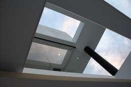 modern Houses by Camilo Pulido Arquitectos