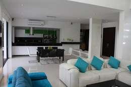 Salon Comedor.: Casas de estilo moderno por Camilo Pulido Arquitectos