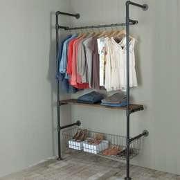 Gepettonun Atölyesi – Askılık&Giyinme Odası: endüstriyel tarz tarz Giyinme Odası