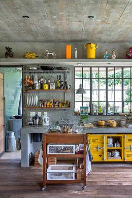 modern Kitchen by Carlos Salles Arquitetura e Interiores