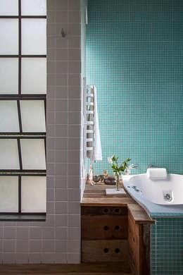 Baños de estilo moderno por Carlos Salles Arquitetura e Interiores