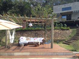 Terrazas de estilo  por Carlos Salles Arquitetura e Interiores