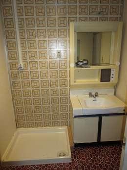 洗面 ビフォア: 株式会社リボーンキューブが手掛けたです。