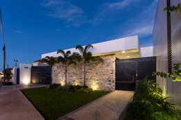 Casa O44: Casas de estilo moderno por P11 ARQUITECTOS