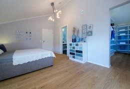 Licht-Design Skapetze GmbH & Co. KG: modern tarz Yatak Odası