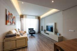 Salas de estilo moderno por Standal