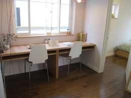 루트주택 17호: 루트 주택의  서재 & 사무실