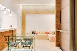 Da gema e do mundo: Salas de estar ecléticas por Miguel Arraes Arquitetura