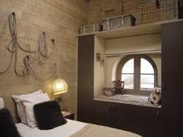 Habitaciones de estilo ecléctico por Conseil Déco & Création
