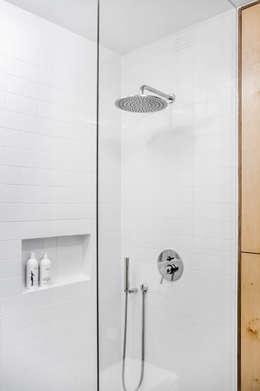 minimalistische Badkamer door Joanna Kubieniec