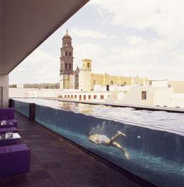 泳池 by Serrano Monjaraz Arquitectos