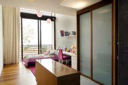 Dormitorios de estilo  por Serrano Monjaraz Arquitectos