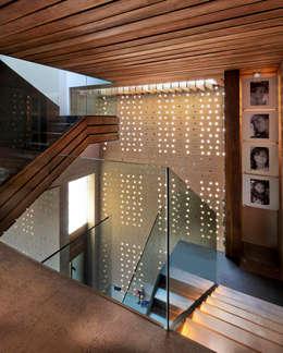 Corridor & hallway by Serrano Monjaraz Arquitectos