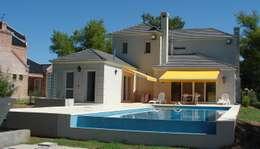 Estilo Nuevo Frances: Casas de estilo clásico por Family Houses