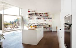 minimalistic Kitchen by LOVE architecture and urbanism