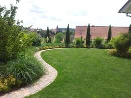 Moderner pflegeleichter Garten - Organische Linienführung: moderner Garten von Planungsbüro STEFAN LAPORT