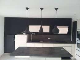 Rénovation: Cuisine de style de style Moderne par Amnios