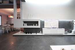 Salas de estilo moderno por Studio Ferlenda